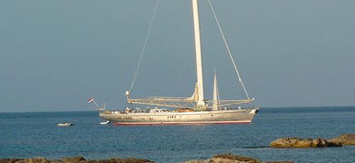 El velero futurista Dwinger
